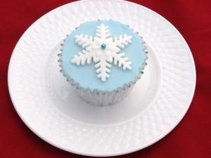 the sweet kitchen Snowflake Cupcakes