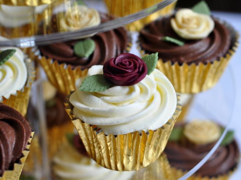 Luscious Lemon cupcakes with burgundy roses
