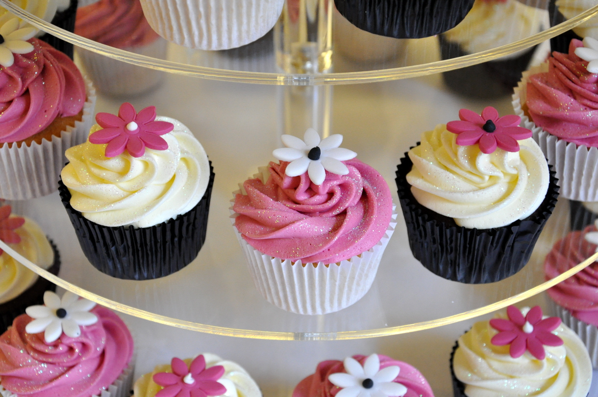 Black White and Pink Wedding Cupcakes – from the sweet