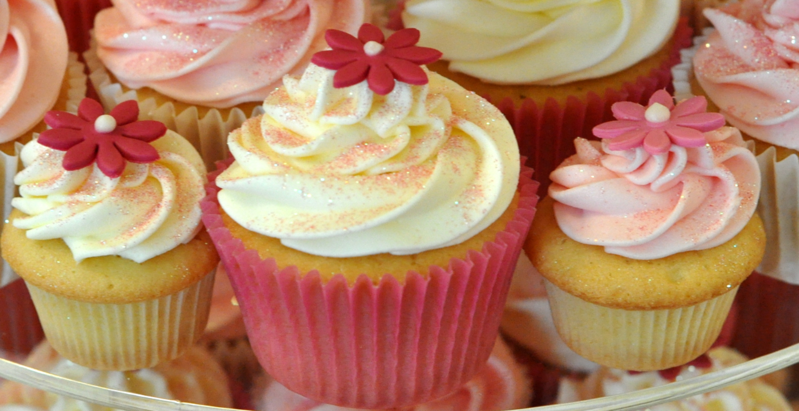 Pink Daisy Wedding Cupcakes